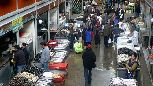 The adjoining Chile fish market.