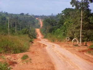 Hitchhiking the Transamazonica Highway means hundreds of kilometers like this.